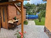 zahradní chatka s bazénem pro malé i velké - apartmán k pronájmu Česká Ves