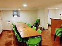 Apartmán - společenská místnost - k pronájmu Karlovice