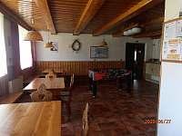 společenská místnost - chata k pronajmutí Ramzová
