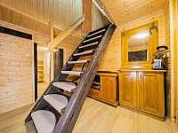 Chodba, schodiště do patra - pronájem chaty Kouty nad Desnou