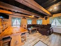 Společenská místnost - chata k pronájmu Kouty nad Desnou