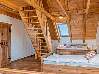 velká dvoupatrová ložnice - pronájem chalupy Branná