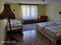 1. ložnice v patře - pronájem chalupy Javorník - Zálesí