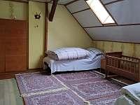 2. ložnice v patře - chalupa k pronajmutí Javorník - Zálesí