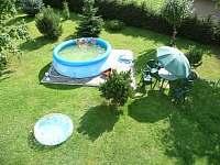bazén o průměru 3,O6m, zahradní nábytek se slunečníkem - chalupa k pronajmutí Loučná nad Desnou