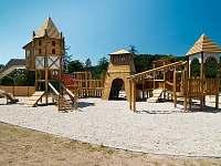 dětské hřiště v obci - Loučná nad Desnou