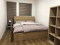 Pokoj č. 2 manželská postel - rekreační dům k pronájmu Zlaté Hory