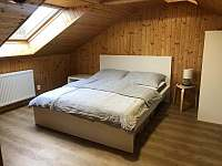 Pokoj č.3 Podkroví manželská postel - rekreační dům k pronajmutí Zlaté Hory