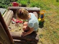 Dětské pískoviště u pergoly - chalupa k pronájmu Obědné