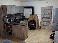 Kuchyň a jídelna - chata k pronájmu Nové Losiny