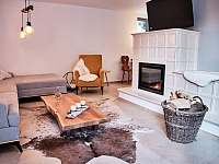 obývací pokoj - chalupa k pronajmutí Dolní Bušínov