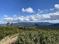 Výhledy na hlavní hřeben Jesenických hor s dominantou Pradědem - chalupa k pronájmu Oskava