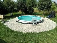 venkovní bazén - chata k pronájmu Karlovice