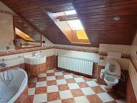 Koupelna - pronájem vily Bělá pod Pradědem - Adolfovice