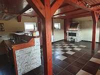 Kuchyně s barem - vila k pronajmutí Bělá pod Pradědem - Adolfovice