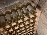 Uskladnění vína ve sklepě - chata ubytování Ludvíkov