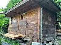 Venkovní sauna s novou lavicí - Ludvíkov