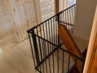 zábrana na schodech - chata k pronájmu Ludvíkov