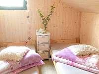 ložnice v podkroví - pronájem chaty Dolní Bušínov