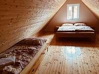 Ložnice v mezonetu - apartmán k pronájmu Dolní Moravice