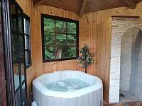 Chalupa Morava, vířivka (pro 4 osoby) se sprchou - Hrabenov