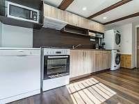 Kuchyň v přízemí nabízí veškerý komfort - Vernířovice