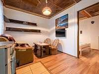 Větší chata - obývací pokoj a ložnice - k pronájmu Supíkovice
