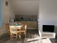 Aprtmány U mlýna, modrý apartmán - kuchyňský kout - ubytování Maršíkov