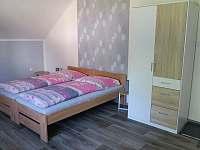 Aprtmány U mlýna, růžový apartmán - k pronajmutí Maršíkov