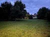 Zahrada u chat. - ubytování Mezina