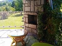 Zastřešená terasa s venkovním krbem - chata ubytování Vbno pod Pradědem