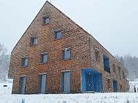 Pohled na apartmán s terasou v přízemí - k pronájmu Filipovice