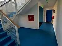 Vestibul objektu - apartmán k pronájmu Filipovice