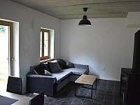 Obývací pokoj - chalupa k pronajmutí Loučná nad Desnou