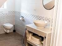 koupelna pro pokoj 1 a 2 - chata k pronajmutí Kouty nad Desnou