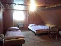 pokoj v podkroví 1.patro - pronájem chalupy Vápenná