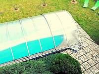 Zastřešený bazén s lehátky - Bohdíkov