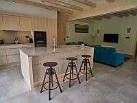 bar a kuchyně + vstup do sauny - chata k pronájmu Filipovice