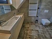 koupelna v patře s toaletou - Filipovice