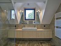 koupelna v patře s toaletou - chata k pronajmutí Filipovice