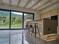 kuchyňský bar s výhledem na hory - chata ubytování Filipovice