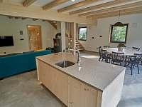 pohled z kuchyně - chata k pronájmu Filipovice