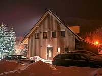 zimní chata večer - Filipovice