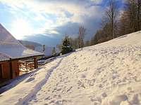Zahrada v zimě - chalupa k pronájmu Velké Losiny