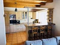 Kouty43 kuchyne a bar - chalupa k pronájmu