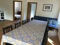 1. apartmán obytná místnost