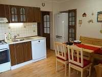 Vybavená kuchyně včetně myčky - chalupa k pronájmu Václavov u Bruntálu