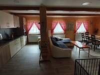 Velká chalupa kuchyň s obývákem - ubytování Horní Lipová