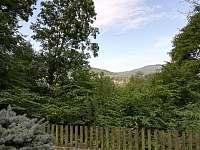 Výhled ze zahrady