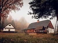 Chaloupka na podzim - k pronajmutí Stará Voda